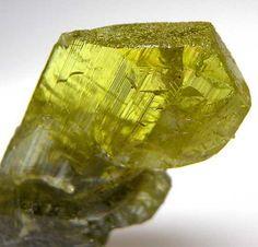 Chrysoberyl from Lac Alaotra, Madagascar [db_pics/pics/af844c.jpg]