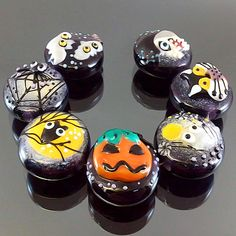 PIKALDA=handmade lampwork 7 glass beads bat spider pumpkin owl cat=HALLOWEEN=SRA