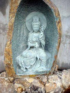 Kuan Yin (Avalokiteshvara, Kannon Bosatsu);  by Elton Melo, via Flickr