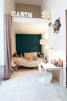 Interior design / If you don\'t want to invest in custom bunk beds, just add some curtains to a nook and let your little ones have their own private suite. Inspiration For Kids, Room Inspiration, Custom Bunk Beds, Hideaway Bed, Secret Hideaway, Deco Kids, Kids Bunk Beds, Kid Spaces, Small Spaces