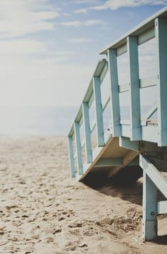 it's a Beach Cottage Life... I just love this shot!