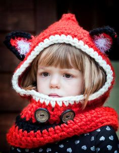 Crochet Hoods Freebie Hooded Fox Cowl FREE Crochet Pattern - The colder weather is coming. Here are some great Crochet Hooded Scarves and Cowls Patterns for you to make some cowls or scarves to keep warm. Col Crochet, Crochet Hooded Scarf, Hooded Cowl, Crochet Diy, Knit Cowl, Crochet Baby Hats, Crochet Scarves, Crochet For Kids, Crochet Clothes