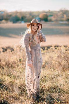 Shannon-Marie M. Senior Portrait Photography, Senior Portraits, Girl Photography, Portrait Photographers, Senior Portrait Outfits, Fall Senior Pictures, Senior Pics, Senior Posing, Female Portrait Poses