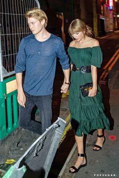 Taylor Swift holds hands with beau Joe Alwyn on date night in London Taylor Swift New Song, Taylor Swift Fan Club, Taylor Alison Swift, Taylor Swift Delicate, Joe Taylor, Taylor Swift Pictures, Free People Dress, Green Dress, Celebrity Style