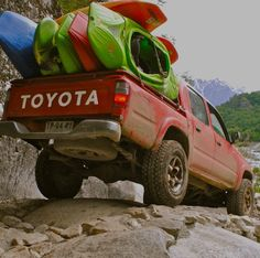 Kayaks in bed of toyota truck Toyota Autos, Toyota 4x4, Toyota Trucks, Toyota Tundra, 4x4 Trucks, Toyota Tacoma, Cool Trucks, Tacoma Truck, Kayaking