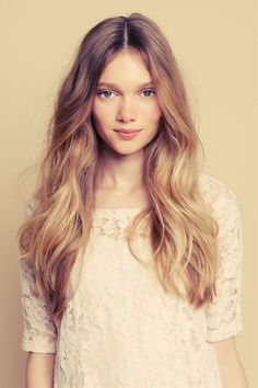 long blonde hair, which looks au natural. - Click image to find more hair posts