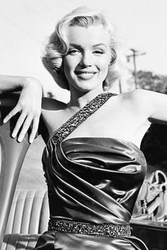 Marilyn Monroe photographed by Frank Worth forHow to Marry a Millionaire,1953