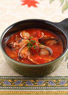 鍋1つで作れるトマトスープ。あさりの出汁が美味しい1品です。