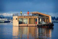 Seattle Floating Home by Dyna Contracting #casas #homes #vidrio #glass #vidro #ventanas #windows #janelas