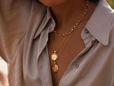 Colar Fashion, Fashion Necklace, Fashion Jewelry, Fashion Fashion, High Fashion, Fashion Ideas, Vintage Fashion, Fashion Outfits, Stacked Necklaces