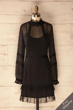 Robe noire courte style victorienne avec dentelle et velours - Victorian Era inspired short black dress with lace and velvet detailing Fall Dresses, Cute Dresses, Casual Dresses, Vetements Clothing, Black And White Shirt, Overall Dress, Future Fashion, Classy Outfits, Fashion Outfits