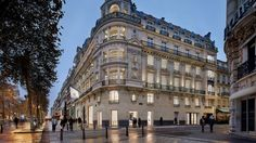 Apple Champs-Élysées store is a multilevel showroom. A unique location restored and turned into an inspiring and informative destination Patent Infringement, Ios News, Toronto Girls, Field Guide, It Network, Apple Products, Apple News, Iphone Models, Louvre