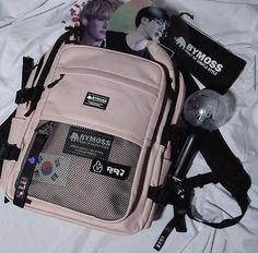 Mochila Kpop, Mochila Jansport, Mini Mochila, Army Room, Kpop Merch, Cute Bags, Kpop Aesthetic, Backpack Bags, Backpack Station