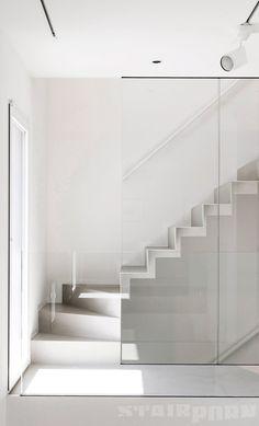 White zig-zag | Stairporn.org