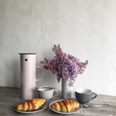 Back home and craving for coffee and croissants. Have a lovely start into the new week dear dudes!