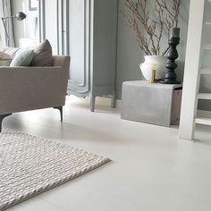 Sfeerfoto | Laminaat | Royaal eiken wit gelakt | Collectie Sympathiek | Douwes Dekker vloeren | Styling House-Proud Decor, Apartment Interior, White Floors, Living Room Bedroom, Dining Room Interiors, Apartment Interior Design, Room Inspiration, House Interior, Flooring