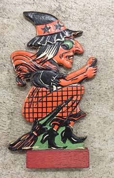 Vintage halloween Pins picked just for you Halloween Ii, Retro Halloween, Holidays Halloween, Halloween Crafts, Happy Halloween, Halloween Labels, Halloween Witches, Vintage Halloween Images, Vintage Halloween Decorations