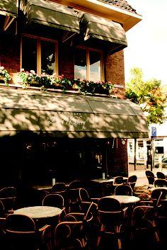 1987 ~our hotel in Friesland. Hotel de Wijnberg ligt in het centrum van één van de Friese Elfsteden, Bolsward. Vanaf het terras heeft u een prachtig uitzicht op het stadhuis, de stadsgracht en de mooie gevels van Bolsward.