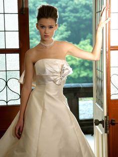 PRINCESS GARDEN_DESIGNERS_CantaBella  http://www.princess-garden.net/dress/designers/canta-bella