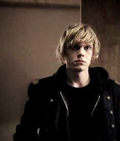 Tate Langdon // Evan Peters // American Horror Story: Murder House god he's hot.