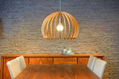 Een echte eye-catcher in je interieur: deze design hanglamp van Lucide! Perfect voor boven de eettafel.