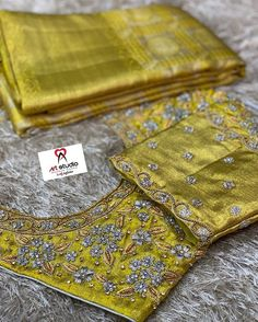 Stay Home. Save Lives : Help Stop Coronavirus Best Blouse Designs, Wedding Saree Blouse Designs, Half Saree Designs, Simple Blouse Designs, Stylish Blouse Design, Blouse Neck Designs, Wedding Blouses, Sari, Embroidery Designs