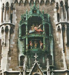 Munich: the famous Glockenspiel at Marienplatz