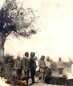 Bigalı Köyü yakınlarında karavana kuyruğunda bekleyen Mehmetçikler Gallipoli Campaign, Turkish Soldiers, Ww1 Soldiers, Great Leaders, Ottoman Empire, Historical Pictures, Historian, Istanbul, Once Upon A Time