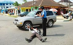 Welcome To Shine Your Eye Blog: Security officials prevent jobless graduate from c...