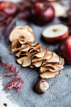apple chips food styling photography