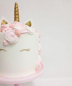 Bolo unicórnio, super em alta este tema. Por @rachchan_la. . #blogideiasdebolosefestas #ideiasdebolosefestas #ideiascriativas #ideiaslindas #festainfantil #festalinda #kidsparty #aniversarioinfantil #birthdayparty #birthday #cumpleaños