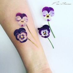 Realistic pansy tattoo by Pis Saro