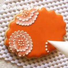 #cookies #brushembroidery #mylittlebakery #decoratedcookies #video #videotutorial #howimadeit #cookieart #edibleart #icingcookies…