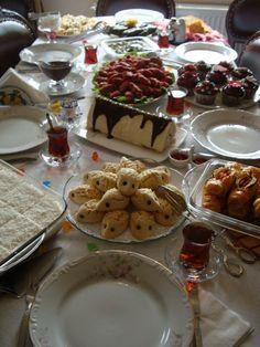 Kit Kat Bars, Coffee Tray, Waffles, Food Photography, Diet, Cookies, Breakfast, Desserts, Instagram