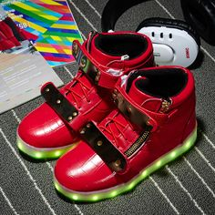 Chaussue Led Rouge Plaque Dorée Avec Zips Montantes Enfant