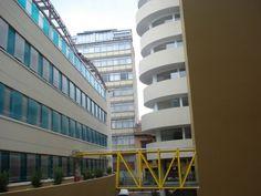 Edificio Continental. Policarbonato en la fachada del edificio de parqueaderos.