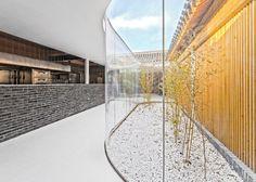 *베이징 티하우스 리노베이션 [ Arch Studio ] Beijing hutong into tea house with curving glass courtyards :: 5osA: [오사]
