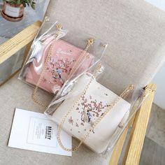 Stylish Transparent Bag for Women 👜 Pink Types Of Purses, Types Of Handbags, Purses And Handbags, Sac Kate Spade, Kawaii Bags, Trendy Purses, Transparent Bag, Work Bags, Cute Backpacks