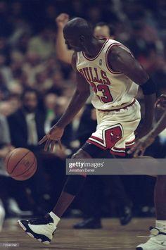 Fotografia de notícias : Michael Jordan of the Chicago Bulls dribbles the. United Center, Jordan Bulls, Jordan 13, New York Knicks, Chicago Bulls, Michael Jordan Photos, Nba Los Angeles, Larry Bird, Detroit Pistons