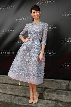 Olga Kurylenko wears ELIE SAAB Haute Couture Spring Summer 2013 to the 'Oblivion' premiere in Moscow.