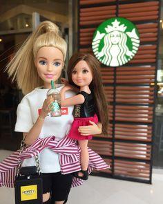 "Haylie friends 🌸🌺🌸🌺 on Instagram: ""👧🏽👸🏼#starbucks . . 🌸🌺🌸🌺🌸🌺🌸🌺🌸 Facebook : Haylie Friends YouTube : Haylie Friends #barbie #barbiegirl #barbiedoll #barbiedolls…"" Barbie Kids, Barbie Family, Friends Youtube, Barbie World, Barbie Friends, Famous Celebrities, Barbie Clothes, Fashion Dolls, Starbucks"