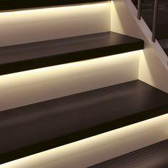 ...  Led-belysningen gör din trappa mer ...  Vindsvåning  Pinterest