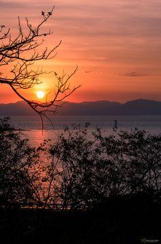 Puesta del sol.Puntarenas, Costa Rica    Honeymoon II Destination?