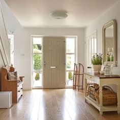 White hallway with painted console table | Hallway decorating