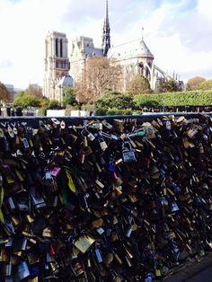 pont de I'archeveche - love locks -Paris - Foto: Arquiteta Cláudia F. Ferreira