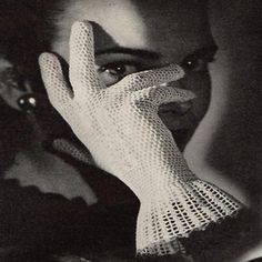 a pattern on etsy for this style gloves...perhaps Carolyn can make these for me!!!