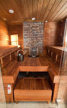 Wood Burning Sauna by Kannustalo, Finland. Great use of the darker wood in the sauna. Saunas, Sauna Steam Room, Sauna Room, Pool Indoor, Piscina Spa, Sauna House, Finnish Sauna, Swedish Sauna, Sauna Design