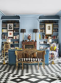 Inside Spanish Fashion Designer Jorge Vázquez's Exuberant Madrid Apartment is part of Traditional Living Room Art - Situated in the city's Justicia neighborhood, the home is an expression of Vázquez's playful personality and bold aesthetic Living Room Modern, My Living Room, Living Room Interior, Living Room Designs, Living Room Decor, Traditional Living Rooms, Madrid Apartment, Apartment Living, Architecture Restaurant