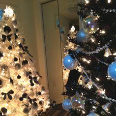 White tree, black ornaments; black tree, white ornaments