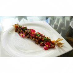 Tartar de atún uchuvas brotes y flores comestibles.  #GranRoque #LosRoques #Venezuela #CasaAzul #Aperitivo  #gastronomía #gastronomy #work #wildchefs #chefsoninstagram #chefstalk #taop #theartofplating #truecooks #tuna by isaac_63